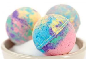 Homemade bath bombs, what is the science ? fun science for kids at home www.anyone4science.com